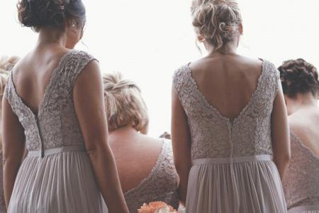 Suknia ślubna z odkrytymi plecami