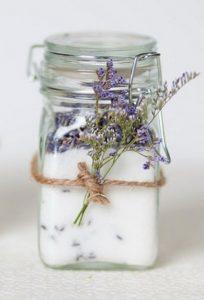 świeczki zapachowe zamiast kwiatów na ślub