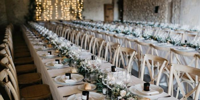 Okrągłe czy prostokątne? Jakie stoły wybrać na wesele?
