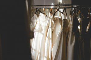 Suknia ślubna z wypożyczalni - plusy i minusy