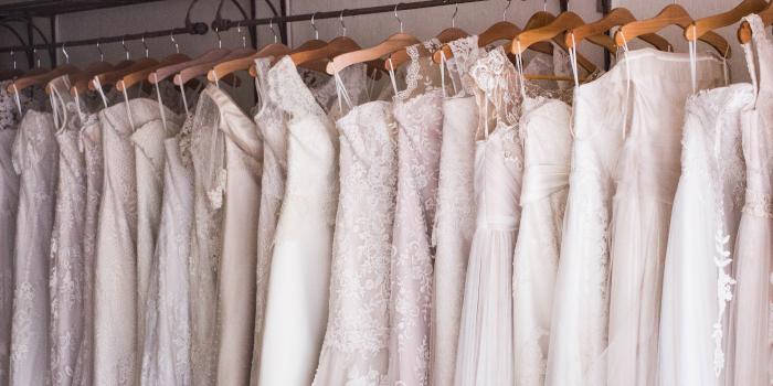 Suknia ślubna z wypożyczalni – plusy i minusy
