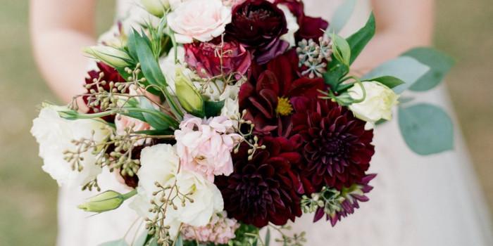 Bordowy kolor przewodni ślubu i wesela