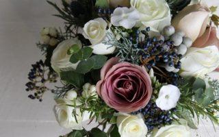 Zimowe bukiety ślubne - ciekawe inspiracje